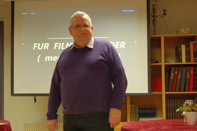Anton viste film på Fur Ældrecenter​